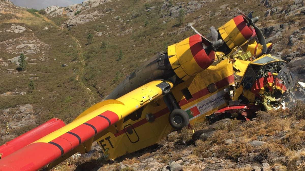 Canadair water bomber